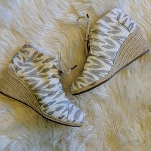 Toms white and gray lace up wedge booties